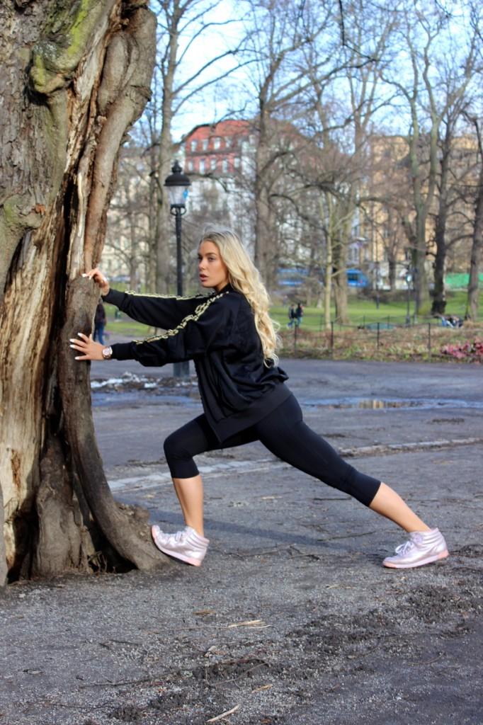 jamie sallmen i svart adidas träningskläder humlegården