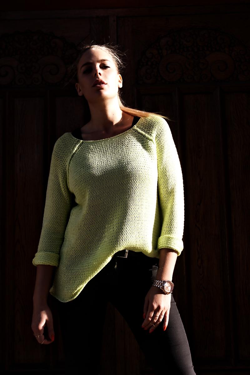 neonsweater001